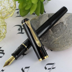 "Stylo Plume Moyenne à cartouches Pelikan® ""Tradition P200"" Noir Finition Or"