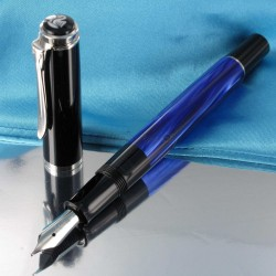 """Stylo Plume Moyenne Pelikan® """"Tradition M205"""" Bleu Marbré à piston et plume acier"""