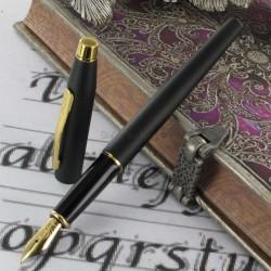 Stylo Plume Moyenne Cross® Classic Century Noir Mat et Or