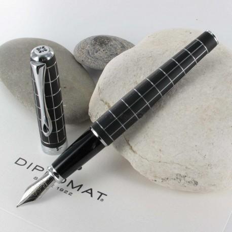 Stylo Plume Diplomat® Excellence A Rhomb Guilloché Lapis Noir Chrome