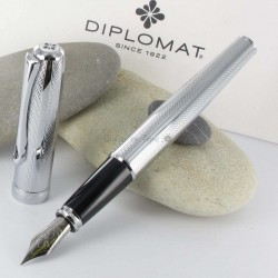 Stylo Plume Diplomat® Excellence A Guilloché Rayure Chrome